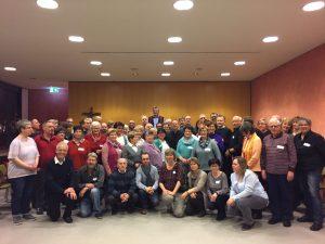 Gruppenbild mit Bischof Georg und Küsterinnen und Küster aus dem Bistum Limburg