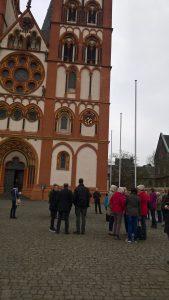 Limburger Dom mit Küsterinnen und Küster